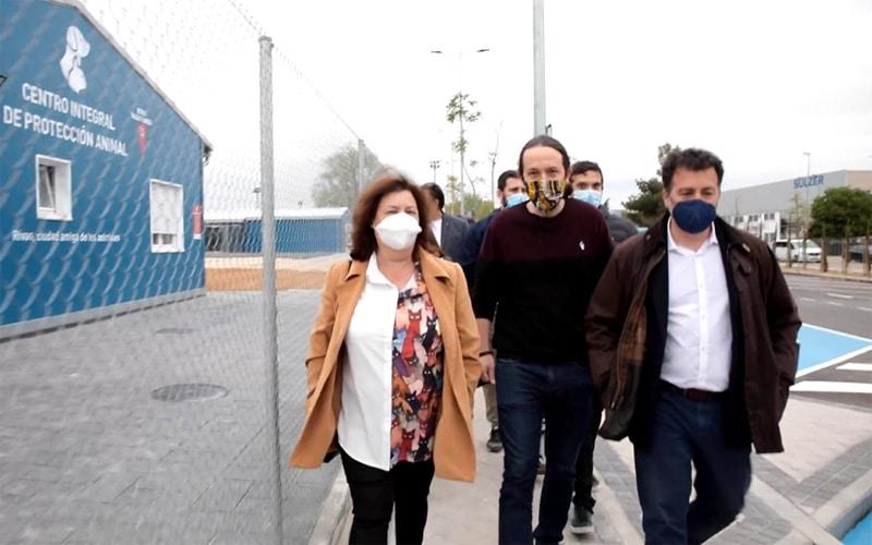 Pablo Iglesias, con Carmen Rebollo y Pedro del Cura, durante una visita al Cipar de Rivas Vaciamadrid