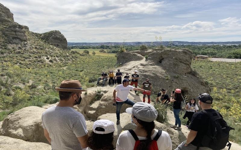 Así fue el I paseo por la Historia de Rivas de la Asociación Vecinal La Luna: recorrido por los vestigios de la batalla del Jarama