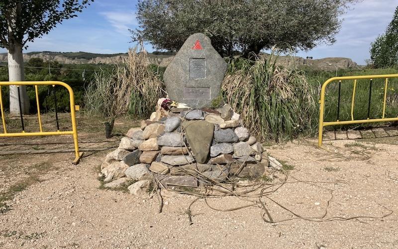 Monumento memorial al poeta Charlie Donelly en Rivas Vaciamadrid