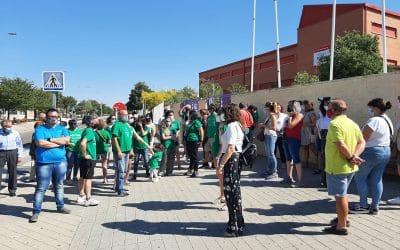 El PSOE de Rivas muestra su apoyo a las familias que no han podido obtener plaza en el IES Julio Pérez