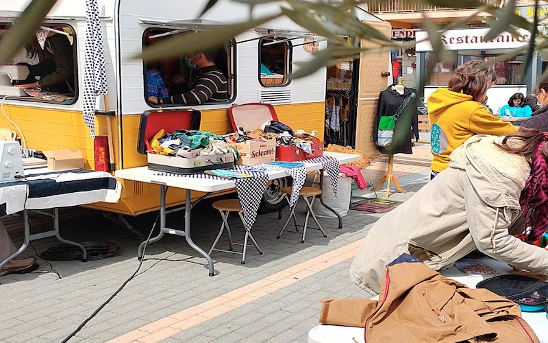 Caravana de Planeta Dots, que llega a Rivas con un taller sobre reciclaje textil