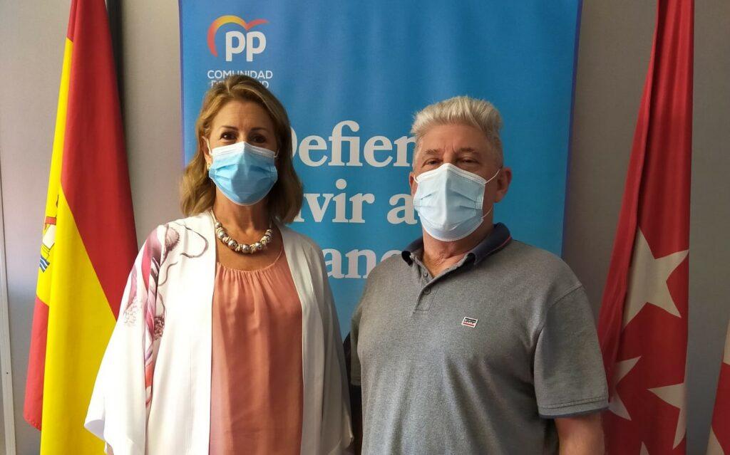 Janette Novo, presidenta del PP de Rivas Vaciamadrid, y Antonio Sanz, concejal no adscrito y nuevo militante del PP