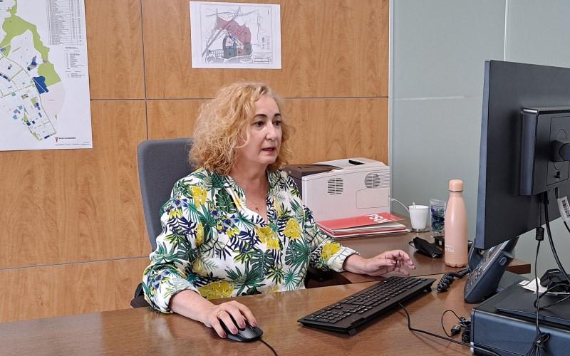 Pilar Gabina Alonso, concejala de Urbanismo, en su despacho
