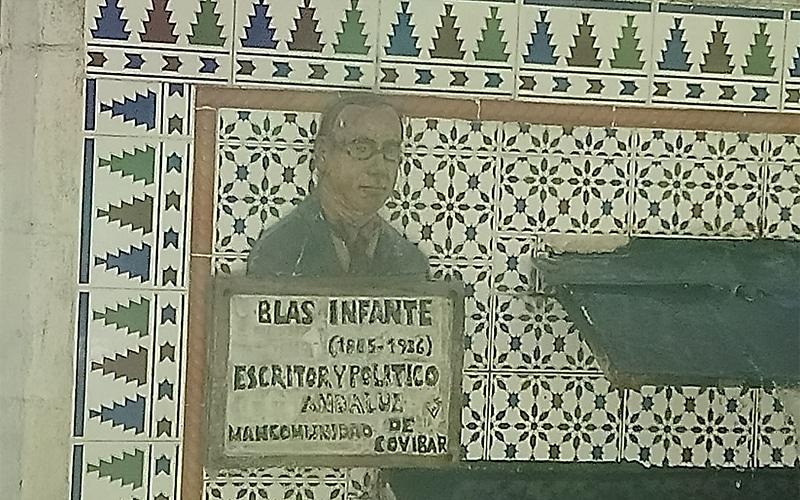 Retrato cerámico en la fuente de Blas Infante de Covibar (Fuente: Diario de Rivas)