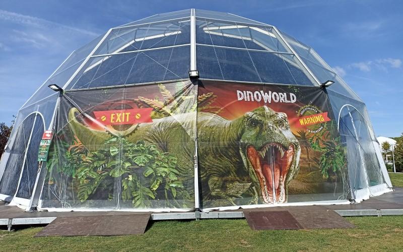 carpa de Dinoworld en H2O