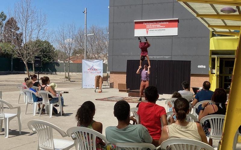 Representación de `Oh-Perá´ de la compañía Circo Chosco, durante el Festaclown 2021 en la Casa de Asociaciones del barrio Oeste