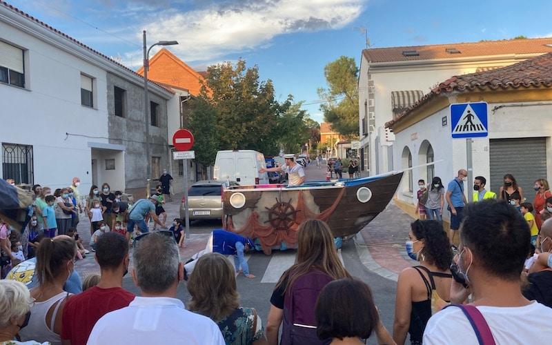 Teatro de calle ´Glubs´ en el mercado artesano del Casco Antiguo