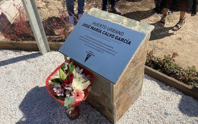 Inauguración de la placa en homenaje José María Calvo, vecino ripense que colaboró en el proyecto de los huertos urbanos