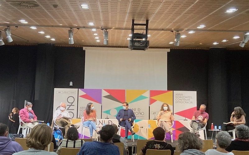 Irene de Miguel; Celsa Peiteado; Pilar Galindo; Isabel Franco; Ángel Calle; Pepe Esquinas; y el ministro de Consumo, Alberto Garzón, durante la charla sobre consumo sostenible y sistemas alimentarios justos este viernes